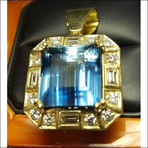 Sold 21.72Ct Gia Aquamarine & Diamond Pendant in 18k Green Gold