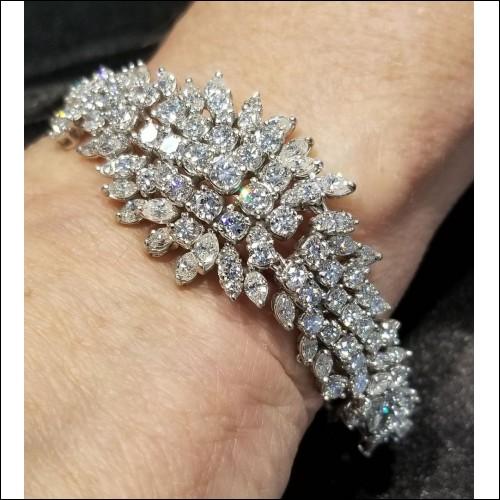 $13,500 Estate 15.00Ct Spray of Diamond Bracelet Platinum